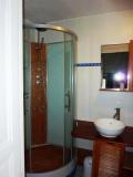 Gîte Le Tineiral à Néffiès Les Romarins salle de bains
