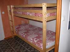 Le Tineiral à Néffies, apartment Les Romarins. There is a cute and cosy children's corner with bunk beds.