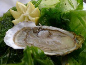 Der Tiniral bei Neffies Christophe kommt aus Bouzigues mit seinen Muscheln und Austern und auch frischer Fisch lebt von der Versteigerung von Sète.
