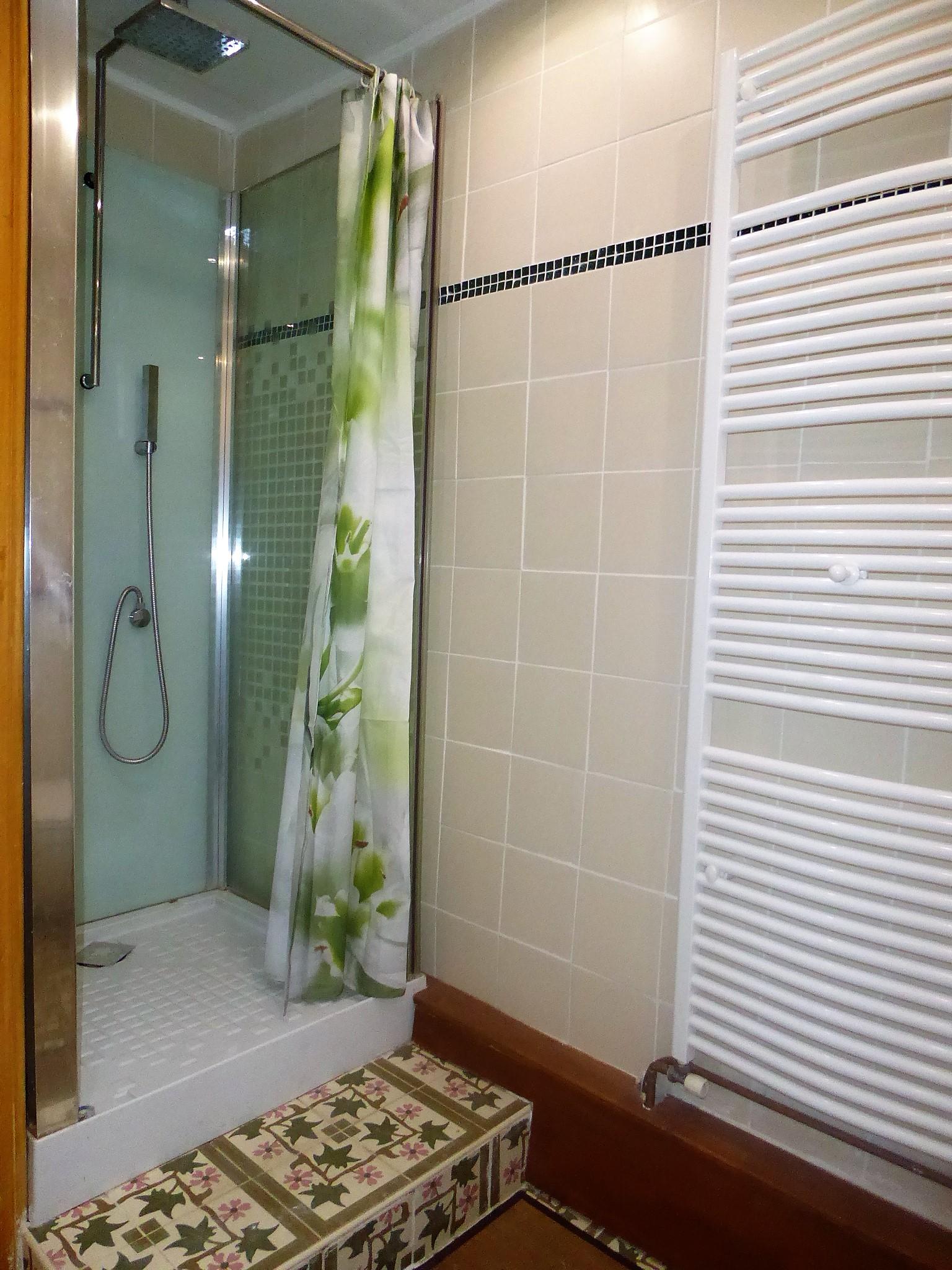 Le gite Les Lavandes proche de Pézenas sud de france. salle de bains
